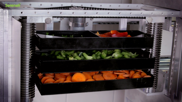 20150102120740-Food_trays_in_machine