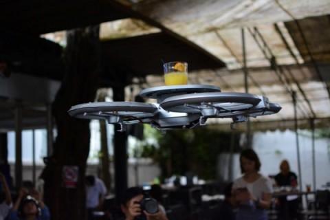 Singapore-restaurant-shows-off-autonomous-drone-waiters-01