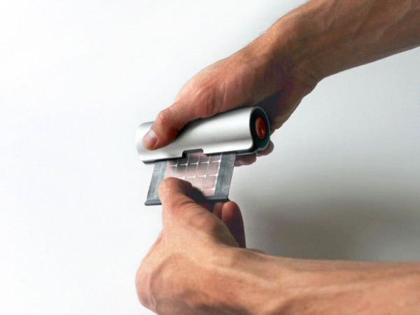 WAACS-ROLLABLE-SOLAR-CHARGER-OPEN